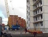 Возле озера строится девятиэтажный дом