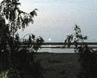 Что летает по ночам над нашим озером?