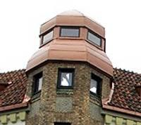 Дом, в котором будет административный суд и продовольственный магазин