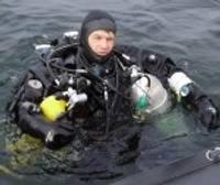 Обследуют затонувший крейсер «Принц Адальберт»