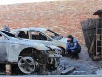 Во дворе сгорели четыре автомобиля