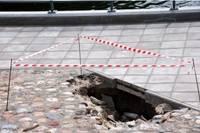 Новая яма на старом месте возле Нового моста