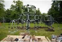 Делают игровую площадку в парке Райниса