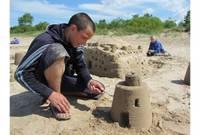 Пляж Военного городка превратился в сад скульптур