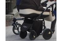 Машина на повороте сбила коляску с ребенком