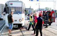 Девочка на велосипеде попала под трамвай