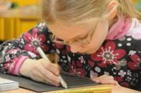 Исследование: школы и родители переплачивают за учебники