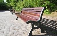 Новые скамейки в Приморском парке