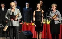 Школы и учителя получают поздравления и призы