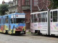 Подросток выпрыгнул из едущего трамвая