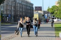 Молодежь стала гораздо реже уезжать из Латвии на заработки