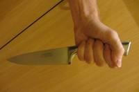Во время семейной ссоры женщина изрезала и исколола супруга