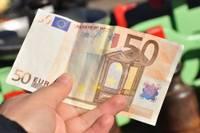 В прошлом году в Латвии обнаружено примерно 1400 фальшивых банкнот евро