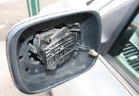 Хулиганы за ночь сломали зеркала заднего вида в 17 автомобилях
