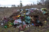За кладбищем опять куча отходов