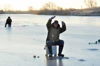 Толщина льда на латвийских реках достигает 25 см