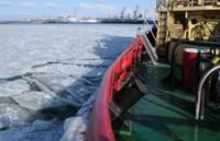 Порт работает и в зимнюю стужу