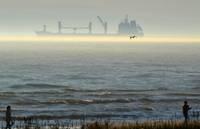 Расследуют происшествие с севшим на мель судном