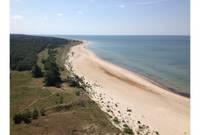 Опрос: жители Латвии чаще всего проводят отпуска в экскурсиях или отдыхая на пляже