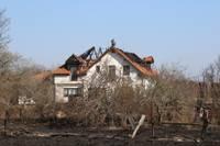 Дополнено – Из-за горения старника сгорели два дома в Бернаты