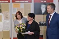 Дополнено – Посол Франции в Латвии открыла выставку в Доме латышского общества