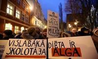 Профсоюз проведет акции протеста, если из закона исключат рост зарплат учителей