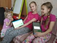 Латвийские многодетные семьи получили планшеты от компании «Samsung»