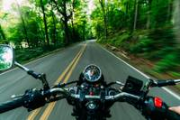 В Дурбской волости не справился с управлением мотоцикла