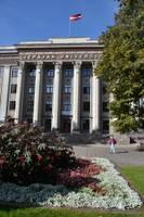 Этой осенью больше выпускников останется в Латвии