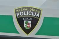 Лиепайская полиция самоуправления закупит бронежилеты и рации