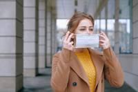 Уменьшено допустимое количество людей на частных и публичных мероприятиях, маски будут использоваться более широко