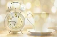 В ночь на воскресенье стрелки часов нужно перевести на час назад