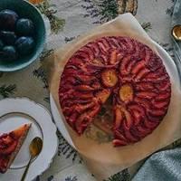 Осенний сливовый перевернутый пирог