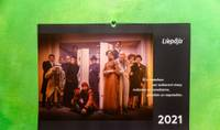 Издан новый календарь Лиепаи на 2021 год – с актерами Лиепайского театра в городской среде