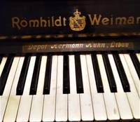 Фонды музея пополнили старинное пианино и ноты