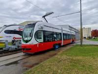 В Лиепаю прибыл второй низкопольный трамвай