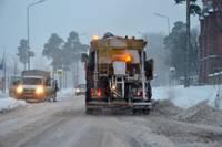 Зимняя служба начеку. Чаще всего производится превентивная посыпка дорог