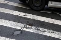 Автомашина «BMW» на пешеходном переходе сбила женщину