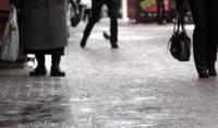 Жители города получают травмы на скользких тротуарах