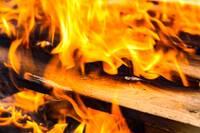 В Папе горит жилой дом