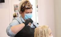 Клиенты соскучились по мастерам, парикмахеры – по работе