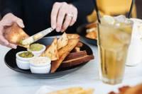 Как обуздать ненасытный аппетит во время сидения дома?