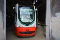 В Лиепаю прибыл уже пятый новый трамвай