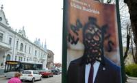 Изрисовали рекламу кандидата в депутаты