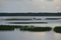 На Лиепайском озере двое в лодке не могли попасть на берег своими силами