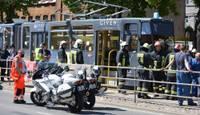 Под трамвай попала и погибла девушка