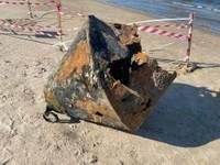 На пляже Военного городка со дня моря подняты три ржавых буя, пострадавший подросток выздоравливает