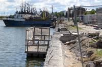 Обновляют причалы для рыбаков на берегах Торгового канала