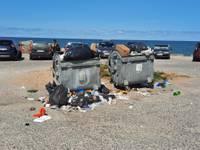 Не справляются с мусором возле Северного мола