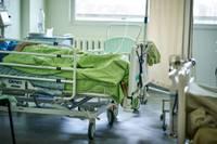 В Лиепайской больнице выросло число пациентов с ковидом в тяжелом состоянии